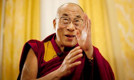 tükör - Dalai Láma: A tükör 4 örök, csodálatos törvénye - Mindenki – kivétel nélkül – akivel találkozol azért jelenik meg az életedben, hogy meglásd magad benne