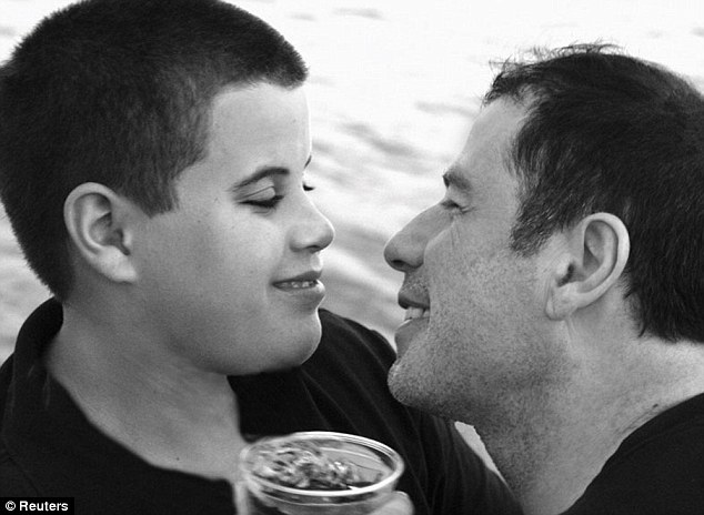 TRAVOLTA - John Travolta megindító facebook bejegyzése... erre ébresztett rá a fiam halála