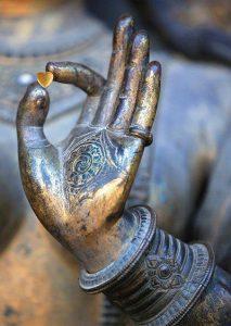 buddha2 213x300 - Buddha nyolc tanítása az életről - a hatos mindenki számára nehéz feladat