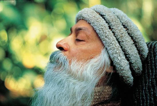 véletlenül - OSHO mester üzenete: Te nem véletlenül vagy itt ezen a Földön. A létnek szüksége van Rád.Nélküled a létből hiányozna valami, amit senki más nem képes pótolni. Ez ad Neked méltóságot: mindenki hiányolna, ha nem lennél itt!